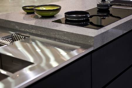 Silestone-quartz-kitchen-cocina-serie-platinum-chrome-pulido-polish-1-detail